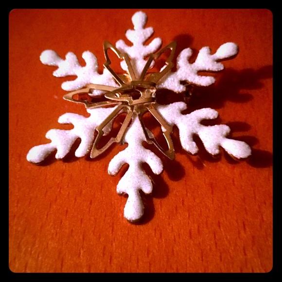 Jewelry - Kohl's Snowflake ❄️ Christmas Brooch Pin